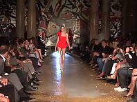 Hot Model Fails Runway Walk